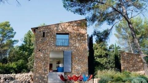 En un lugar de Valencia. Una casa de piedra natural.
